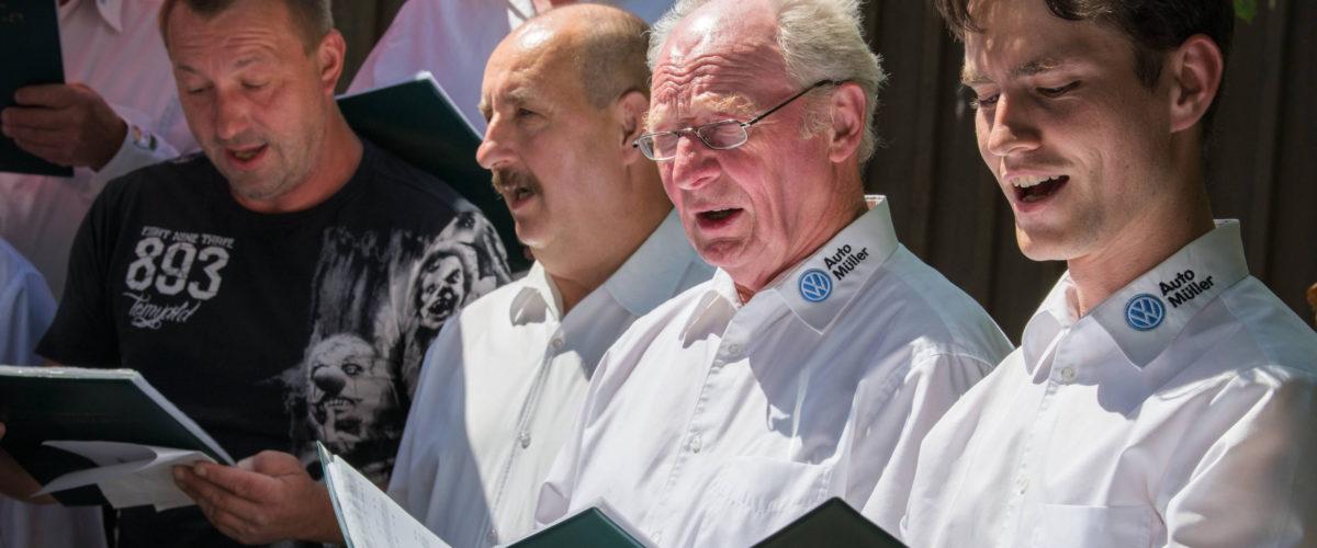 Zusammen mit freiwilligen Männern aus dem Publikum haben wir in diesem Jahr gemeinsam gesungen. Neue Wege gehen für neue Sänger.
